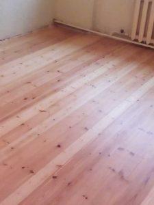 Отшлифованный деревянный пол